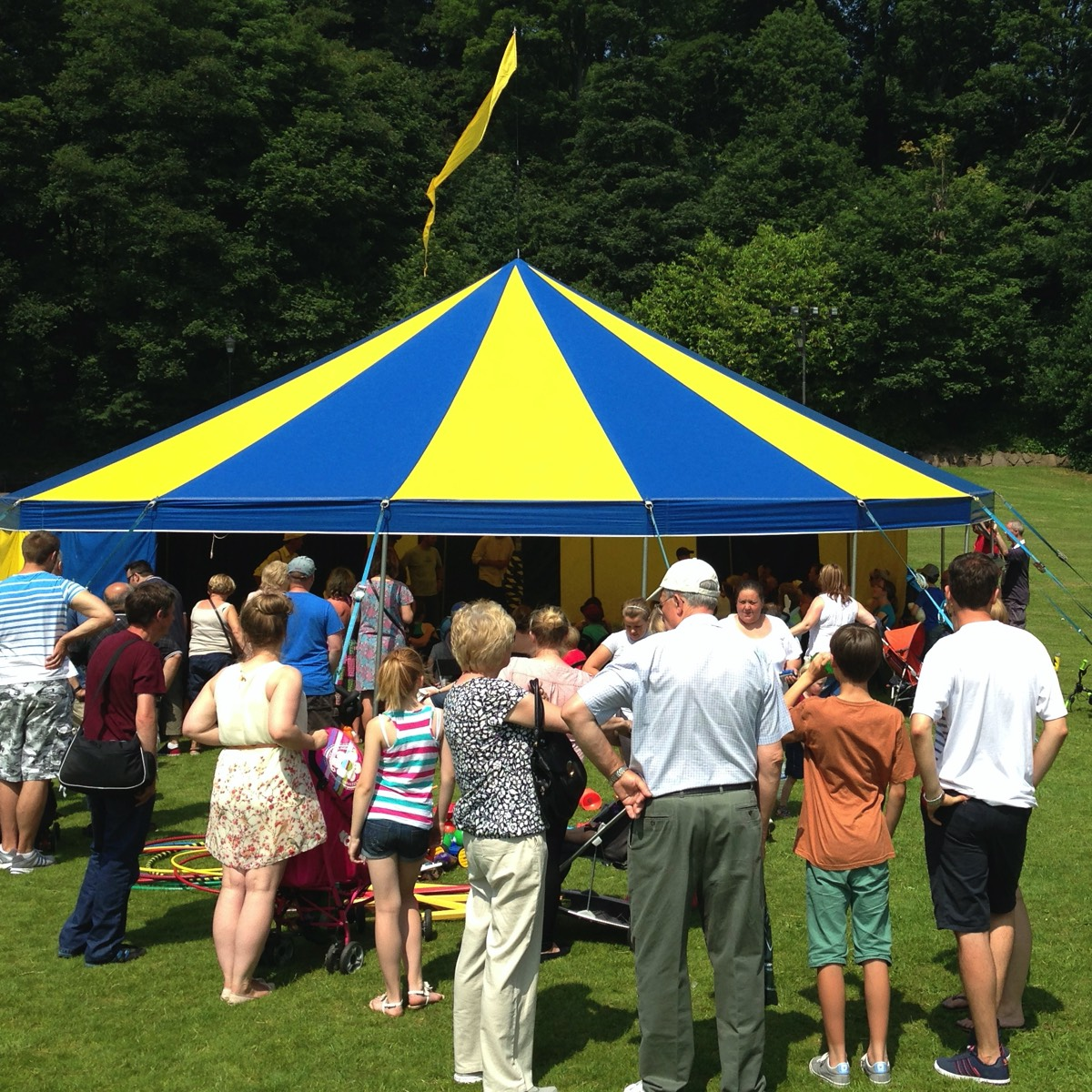 Shows and Circus Workshops at a festival with our